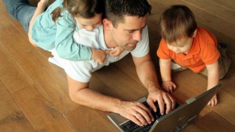 digital-dads-are-plugging-in-getting-social-infographic--2aa434dfdb